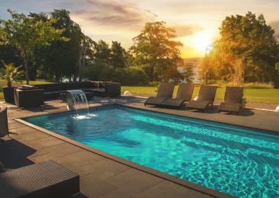 Ta med kollegorna ner till poolen efter din konferens!