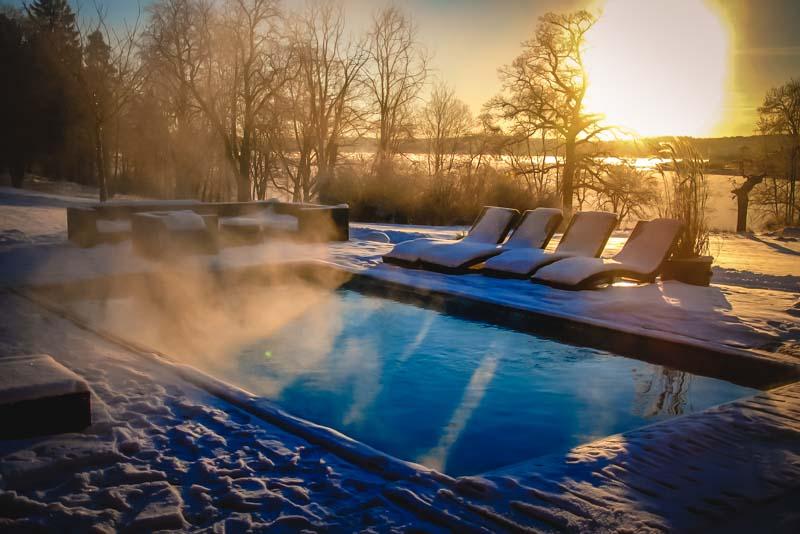 Våra sköna pool håller behagliga 34 grader